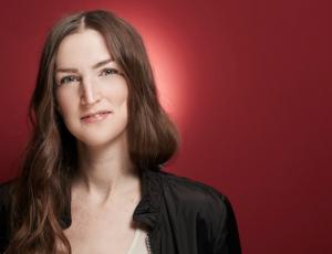 Sarah Hoyles headshot by Heiko Ryll (1)